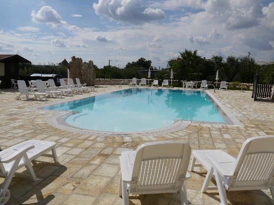 I Trulli Del Nonno Michele: The swimming pool