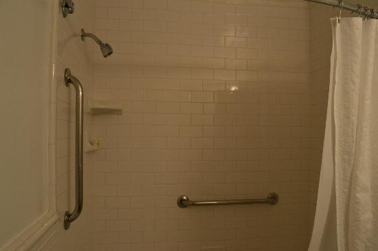 Arizona Inn: shower