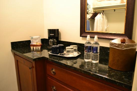 Arizona Inn: bar area with mini fridge, water, coffee