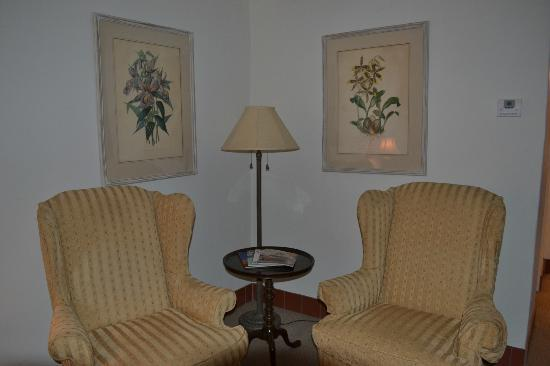 Arizona Inn: sitting area