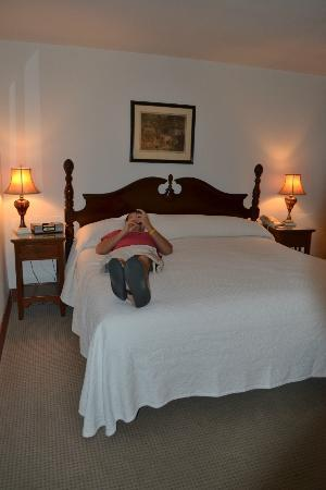 Arizona Inn: king bed - very comfy