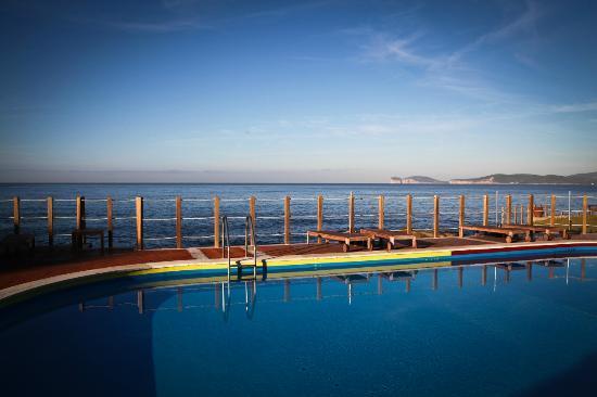 Villa Las Tronas Hotel  & Spa: La piscina esterna in riva al mare