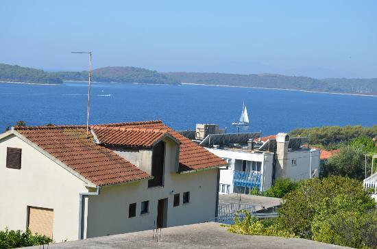 Apartments Antoana: View when walking down to the beaches