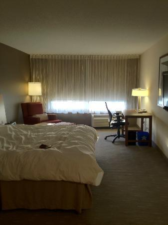 Novotel Montreal Aeroport: Executive room - had room darkening shades, very nice