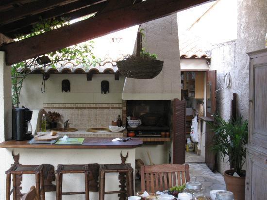 La Palmeraie : La cuisine extérieur.