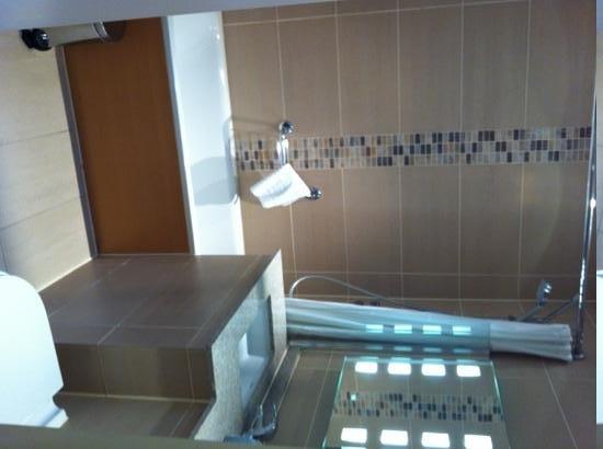 Mercure London Bloomsbury: salle de bain chambre 418