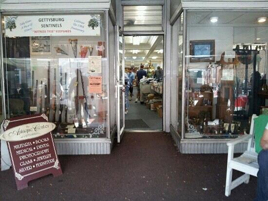 The Antique Center of Gettysburg: The entryway