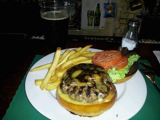 Garryowen Irish Pub: BURGER