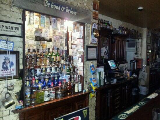 Garryowen Irish Pub: The bar