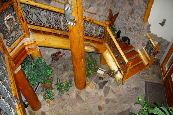 Victor and Dawna's Hells Canyon Resort: Main entrance stairs