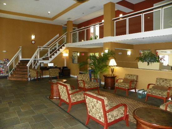 Holiday Inn Express & Suites Bradenton West: NICE LOBBY