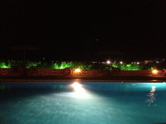 Abelonas Studios: Piscine by night