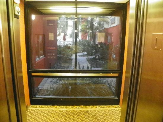 Holiday Inn Express & Suites Bradenton West: ELEVATOR WITH A VIEW