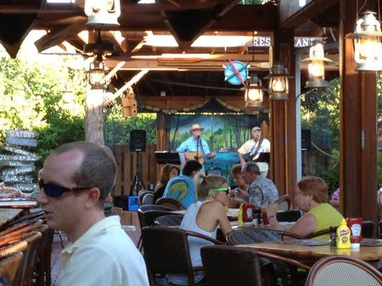 Great Outdoors Restaurant : good live music