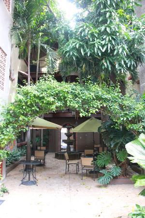 Hotel Humuya Inn: Courtyard