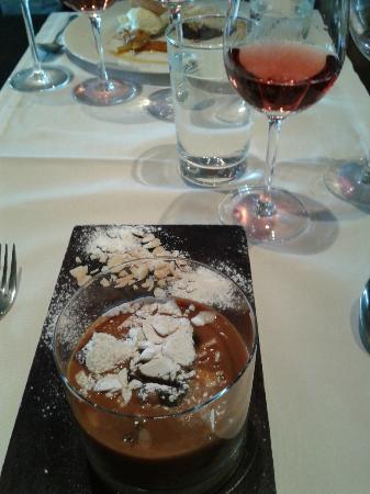 La Bourgogne: Dulce de leche dessert. From heavens!