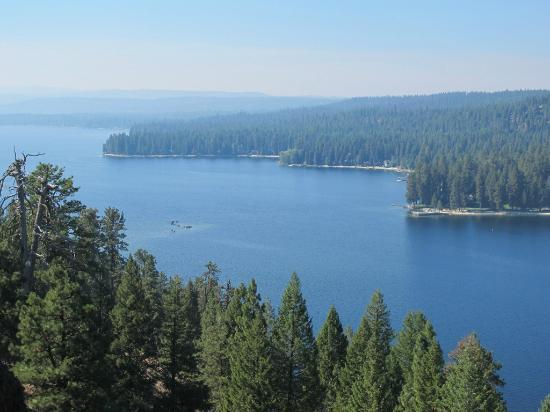 Ponderosa State Park: View of Payette lake from the scenic overlook