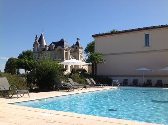 Chateau Grand Barrail: nice pool