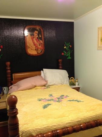 Bayou Cabins: cabin 6 - Elvis Room 