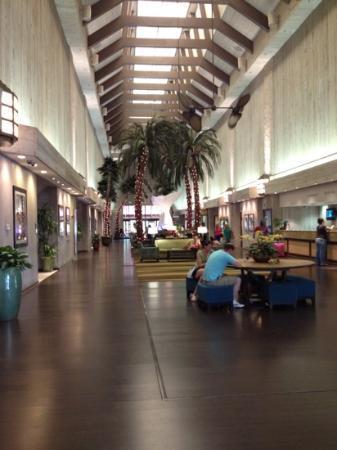 Doubletree by Hilton Orlando at SeaWorld: The Lobby