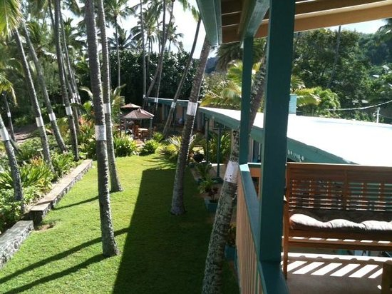 Ke Iki Beach Bungalows: View from Lanai looking over beach front