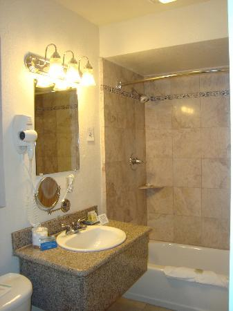 The Wilkie's Inn - Clarion Collection: Bathroom