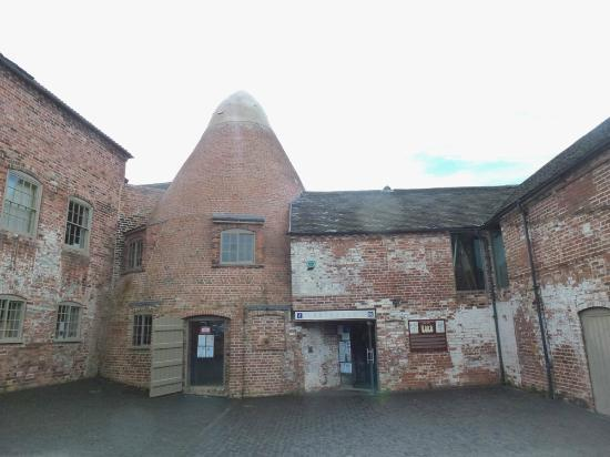 Sharpe's Pottery Museum: courtyard with entrance