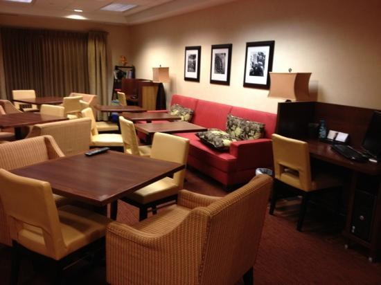 Hampton Inn Bentonville Rogers: relaxing area to sit