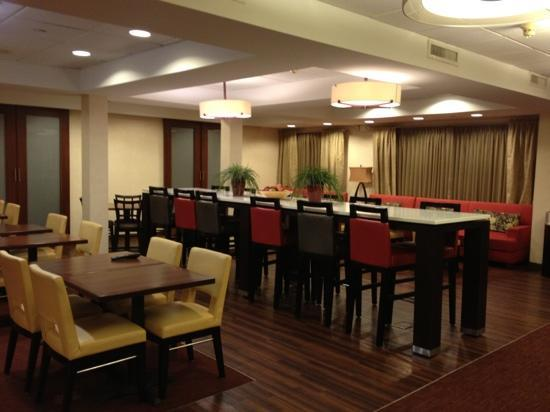 Hampton Inn Bentonville Rogers: place to eat in the AM