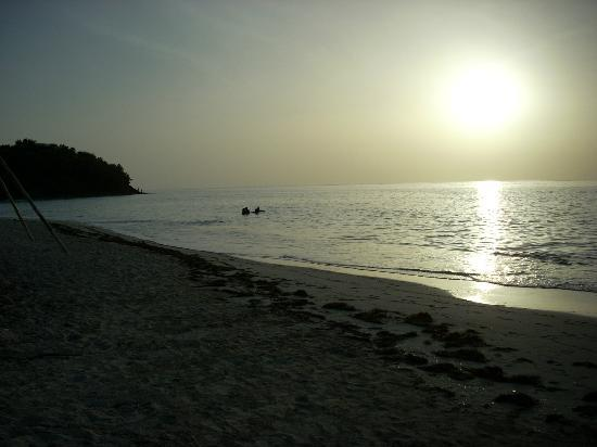 Cocobay Resort: Beach at Sunset