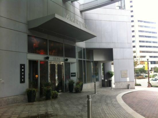 Le Meridien Arlington: Hotel Front (Go to 4th Floor for Lobby)