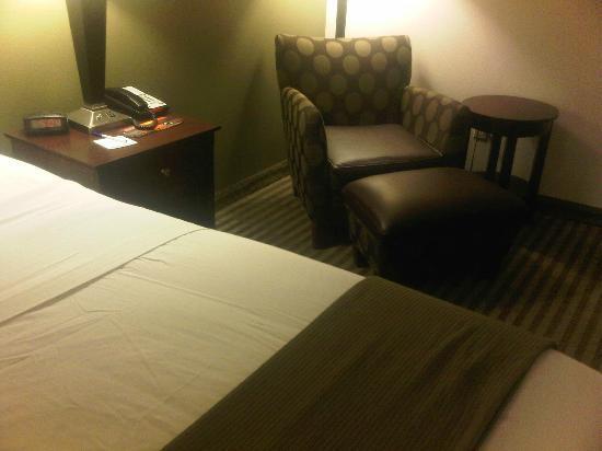 Holiday Inn Express Hotel & Suites Biloxi- Ocean Springs : seating area