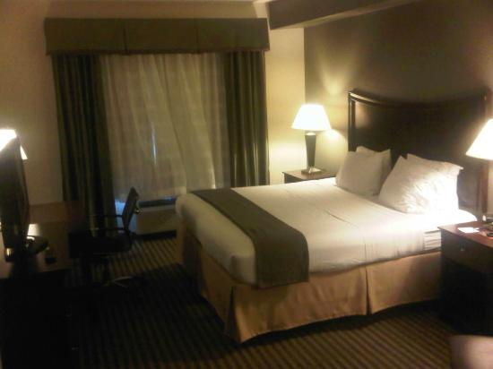 Holiday Inn Express Hotel & Suites Biloxi- Ocean Springs: bed