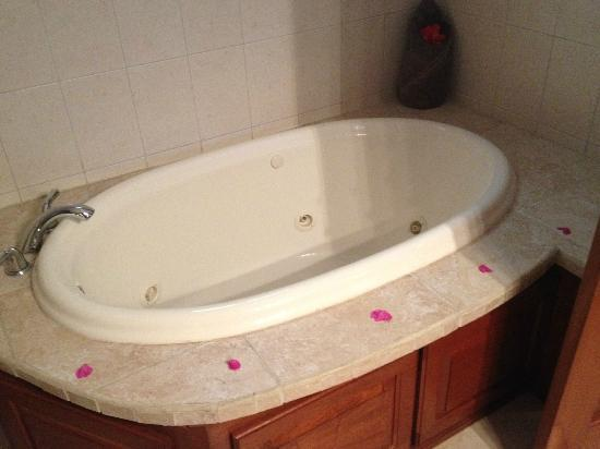 Grand Caribe Belize Resort and Condominiums: tub