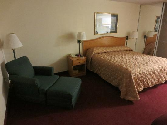 Extended Stay America - St. Louis - Westport - Central: Recliner