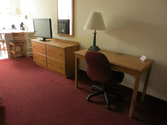 Extended Stay America - St. Louis - Westport - Central : 32 inch flat screen TV with cable