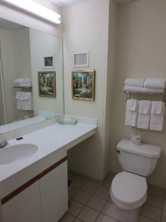 ‪‪Extended Stay America - St. Louis - Westport - Central‬: Bathroom