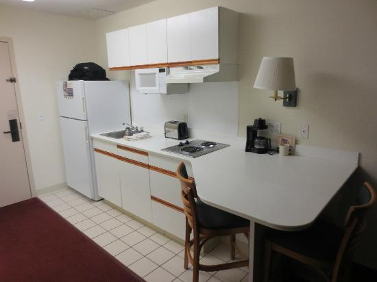 Extended Stay America - St. Louis - Westport - Central: Kitchen view