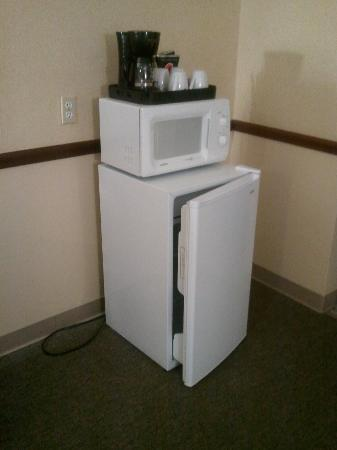 ‪روسكو موتور إن: Coffee Maker - Microwave - Mini Fridge‬
