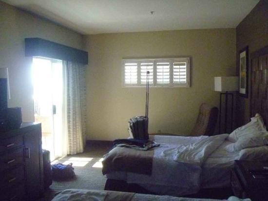Embassy Suites by Hilton Mandalay Beach Resort: bedroom