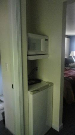 Chalet Motel Of Mequon: The microwave, coffee maker and fridge