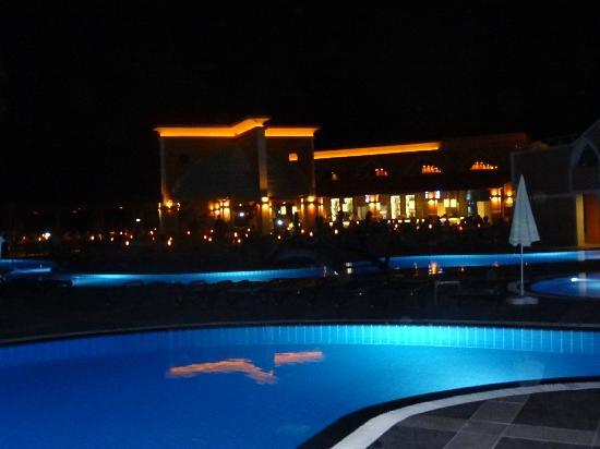 Club Mega Saray: Main pool bar at night