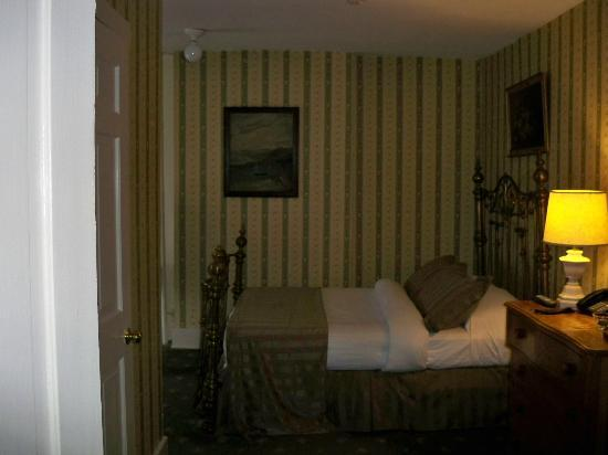 The Golden Lamb Inn: Bedroom at the inn