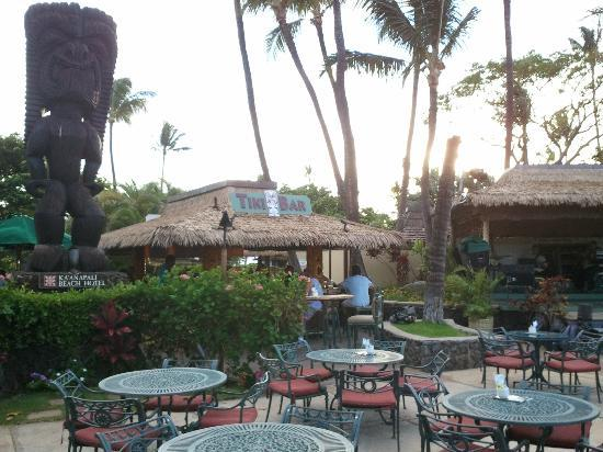 Kaanapali Beach Hotel: Tiki Bar area