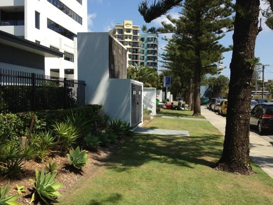Ultra Broadbeach: street view