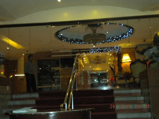 Berjaya Makati Hotel - Philippines: entrance to the lobby