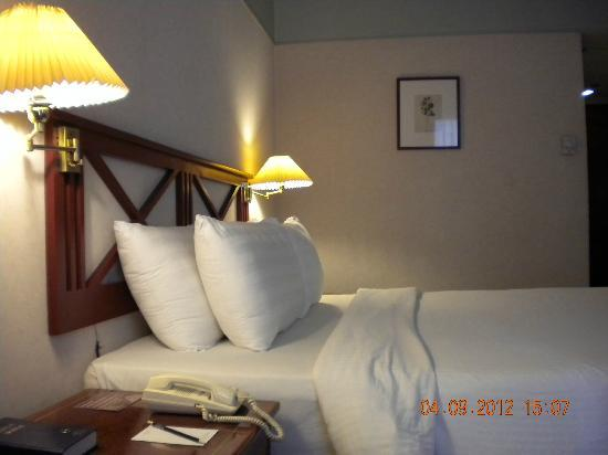 Berjaya Makati Hotel - Philippines: Grand Deluxe room sideview of the bed