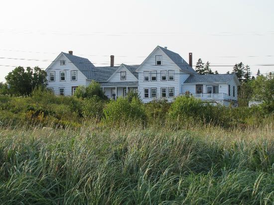 Acadia Oceanside Meadows Inn: Farmhouse where we stayed!