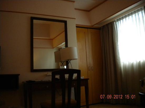 Berjaya Makati Hotel - Philippines: Premier Deluce room