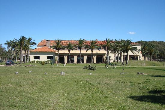 Hotel Parque Oceanico: Hotel desde los jardines exteriores